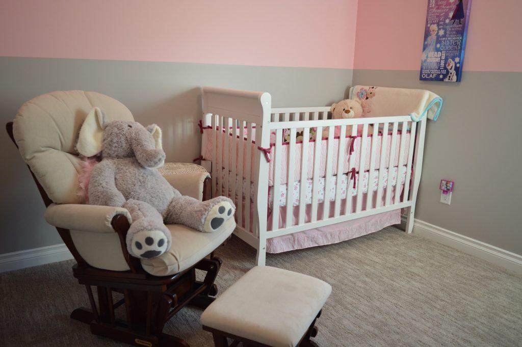 peinture et revêtements chambre bébé